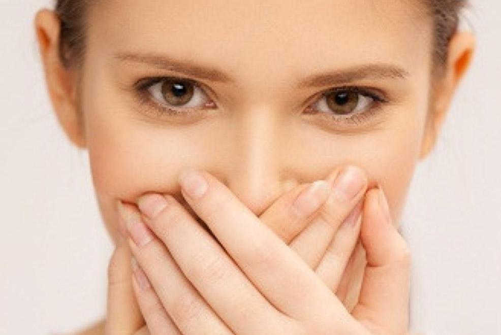 La mauvaise haleine traitée par les médecines douces